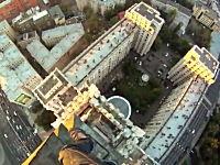 高所恐怖症動画。頂上への道のり怖すぎ金玉キュン。これはおそロシア。