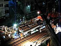 橋桁落下事故の映像。東急池上線石川台駅付近。右下の人凄い逃げてるw