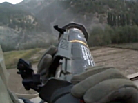 ロケットランチャーから発射された弾の弾道とそのスピードが良く分かる映像