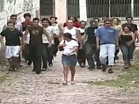ブラジル版「100人でドッキリ」が街の雰囲気と相俟ってとても怖い感じがする