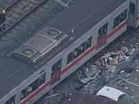 山陽電鉄の特急電車がトレーラーと衝突して脱線。その事故現場の様子。
