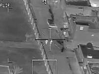 道路を歩いていた二人組にヘルファイアミサイルが撃ち込まれる瞬間の映像