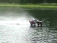 これは楽しそう。アメリカで大人気のRCカー「Slash4X4」で水面走行してみた