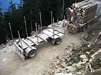 そこで方向転換しちゃうの!?細い崖道で技アリな運転をするトレーラー