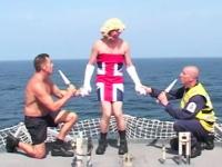 イギリス海軍のヘリ空母よりクリスマスソングのプレゼント。HMS OCEAN L12
