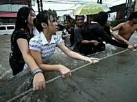 台風による大洪水、その悲惨な被災地の様子をリアルに捉えた写真スライドショー