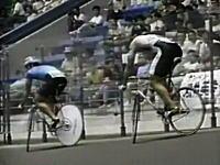 凄い駆け引き。競輪の伝説となっている超スローなレースの映像。停止するなw