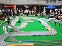 ミニ四駆ジャパンカップ東京大会決勝戦の様子。ジャンプゾーンは鬼やろw
