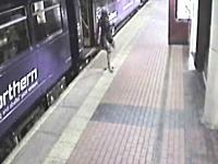 電車から降りてきた女性が消えてしまう珍事が発生。これは危ない(@_@;)