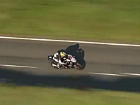 TT2012。マン島を走る弾丸バイクを空撮。スズキ・GSX-R1000加速がやべー