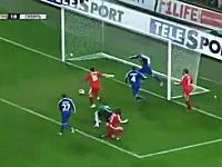 サポーター落胆。2010年サッカーのミスシュートTOP11。なんでそこで外す!