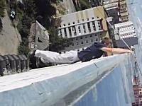 おそロシアの玉ヒュン動画。登れる所ならどんな所でも登る。ただミスると死ぬ