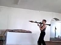 シリア内戦。室内でRPGをぶっ放すと迫力倍増。これはおっかねえなwww