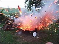 あっぶねえwwwベイクドビーンズ爆弾がヤバいwww降り注ぐ火の粉www