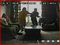 監視カメラが捉えた老人を虐待するホームヘルパーの映像 これは酷い><