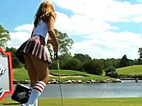 セクシーなギャルズによるゴルフのアイアンを使ったジャグリングが凄いぞ