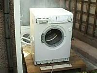 洗濯機にコンクリートブロックを投げ込んだら大変な事になった。当たり前w
