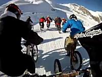 氷河を標高3500メートル地点から一気に駆け下りるMTBダウンヒルレース。