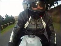 タンデムツーリング中のバイクがギリギリ危ない動画。マジでスレスレ怖い