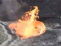 活動惑星の焼却炉。火山の火口に約30キログラムのゴミを投げ込んでみた。