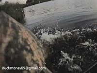 カヤックで釣りをしていた男性がワニに襲われる(グロ無し)これは焦るwww