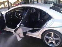 車内まで高圧洗浄機で丸洗いしてしまうメルセデスのオーナー。CLS 350 CDI