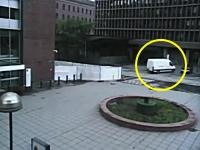 オスロ爆弾事件で犯人が爆弾を積んだトラックを駐車する様子が公開される