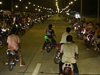 タイの公道ドラッグレースが危険。短パン+サンダル+ノーヘル余裕です。
