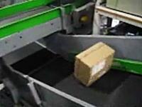 このamazonの箱の中身はなんだ?ゲーム機や精密機械で無いことを祈るw
