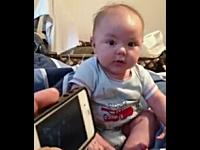 なんぞ可愛いwwwiPhoneアプリの鉄砲で撃たれると死ぬ赤ちゃんwww