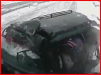 雪道で無茶したワゴンvsトラック。3名が即死した恐ろしい正面衝突の瞬間
