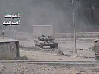 戦車に撃たれたカメラが撮影した凄いビデオ。スローで大砲の弾が見える。