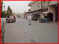 イラクで人間(人形?)が爆発。どういう事なのこれ。周りの人どうなった??