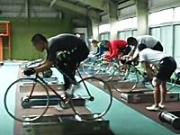 競輪選手SUGEEEEE!という練習風景。ローラー台で足がハイカム残像ww