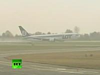 乗員乗客230人を乗せたボーイング767旅客機が胴体着陸。ワルシャワ空港