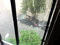 出落ち動画。やっべ!雹が降ってきた!と窓の外を見たら異常なヤツが・・・。