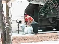 これは酷いwwwゴミ収集車のお兄さんがとんでもないヤツだった動画www