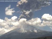 メキシコのポポカテペトル山監視カメラが記録した噴火の瞬間の衝撃波。
