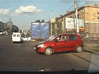 こいつ本当に免許持ってんのかよwww酷すぎる運転の女性ドライバー。