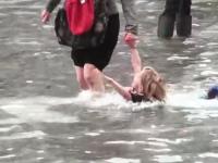 アックア・アルタ(異常潮位現象)で水没したヴェネツィアの街並み。動画像