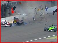インディ500 ぶっ飛んだマシンがフェンスに激突する壮絶なクラッシュ映像