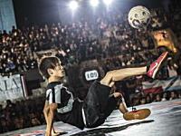 フリースタイル・リフティングの世界大会で日本人の徳田耕太郎さんが優勝。