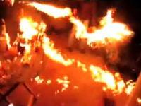 これは笑えないw庭の焚き木にオイルを投入したら庭一面が火の海にwwww