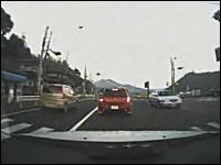 京都府で撮影された無謀運転「暴走するエスティマ」これは危険すぎるwww