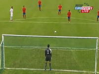 キーパーが完全に騙された軸足PK映像。スペイン代表はU-19も凄かった。