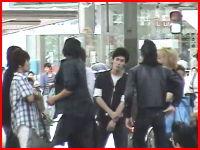 日本のリーゼントDQN。とっぽい兄ちゃんが見物人に暴行を加えている動画。