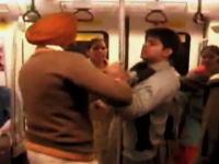 インドの女性専用車両怖すぎワロタwww女性からフルボッコ&スクワットww