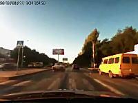 ロシアのカーチェイスは逃走犯も凄いけどパトカーも凄いw危険すぎびびった