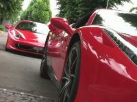 モンツァ・サーキットの近くにはフェラーリばかりが集まるガソリンスタンドがある