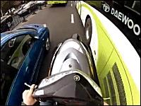 125ccは通勤快速。見ていてヒヤヒヤするスクーター乗りの通勤風景。(海外)